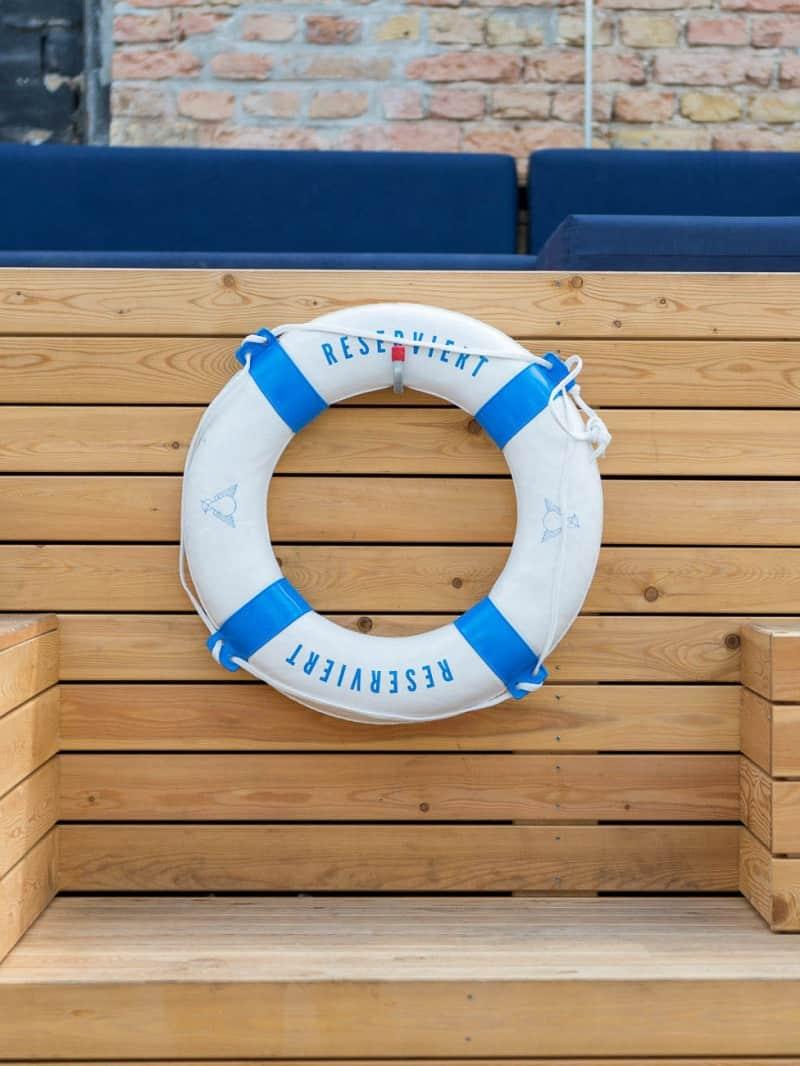 muesiemue Exteriordesign, Poollandschaft und Tresen für Events, Interiordesign und Lounge, Funktion und Design von handwerkplusdesign für Haubentaucher