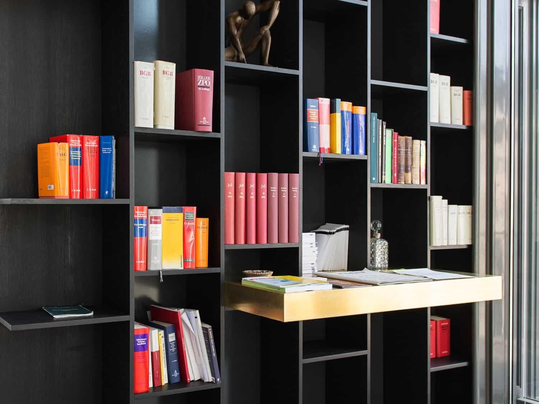 muesiemue Interiordesign, individuelle Regale, Funktion und Design von handwerkplusdesign für Berliner Kanzlei
