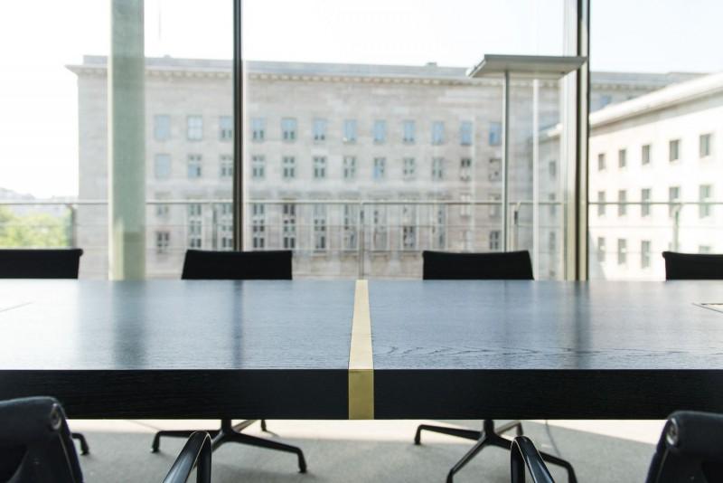 muesiemue Interiordesign, Konferenztische, Funktion und Design von handwerkplusdesign für Berliner Kanzlei