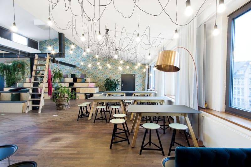 muesiemue Interiordesign, Sitzlandschaft und Esstische, Funktion und Design von handwerkplusdesign und Thies Wulf für flaconi