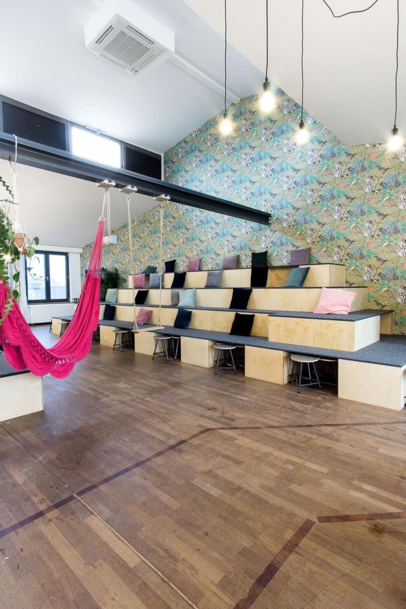 muesiemue Interiordesign, Sitzlandschaft, Funktion und Design von handwerkplusdesign und Thies Wulf für flaconi