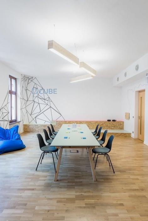 muesiemue Interiordesign, Coworking Office und Konferenztisch, Funktion und Design von handwerkplusdesign und Tonia Welter für Cube-Global