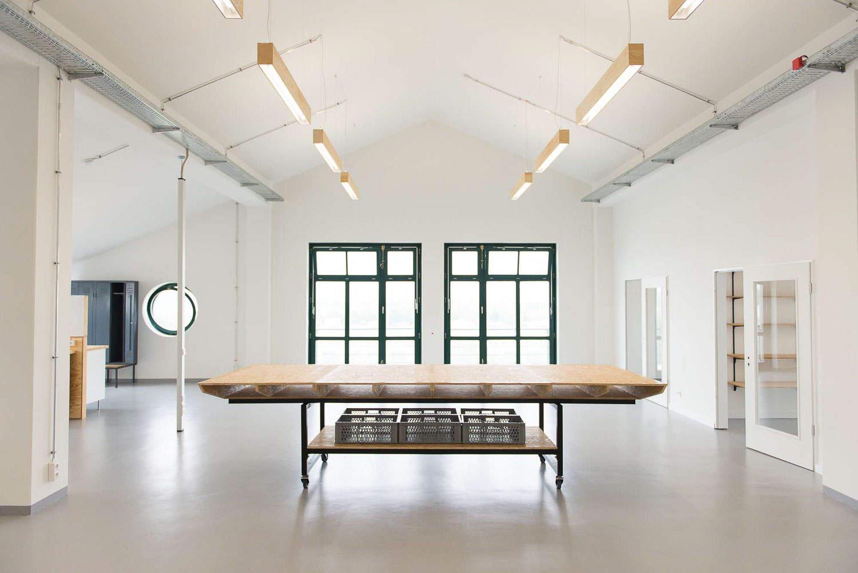 muesiemue Interiordesign, Openspace Office und Prototyping Tische, Konferenztische und Lounge Bereich, Funktion und Design von handwerkplusdesign und Tonia Welter für Cleantech Innovation Center