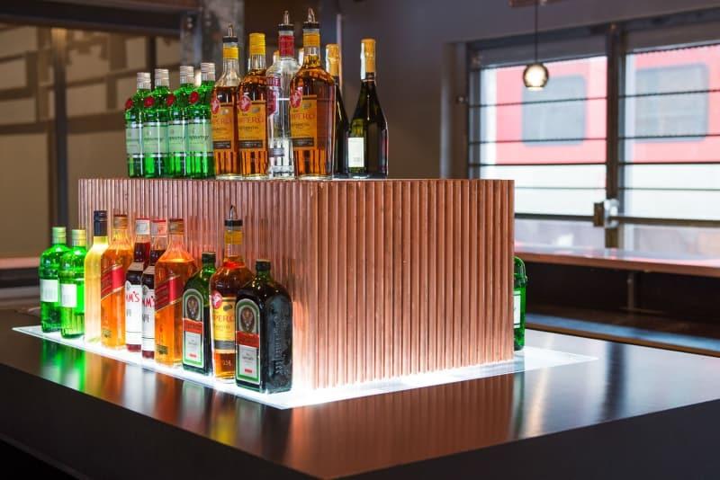 muesiemue Interiordesign, Bar und Tresen für Events, Funktion und Design von handwerkplusdesign für Haubentaucher